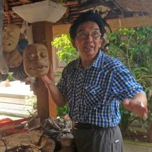 Balinese artist from the Citakara Sari Estate cultural immersion program